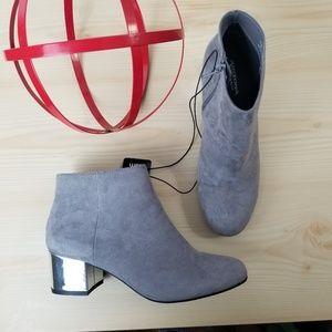 NEW Arizona Boots very comfortable Gray, Size 7